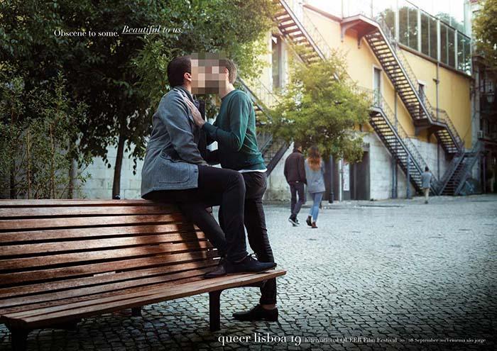 Anuncio de Queer Lisboa. Dos chicos besándose en un banco con la cara difuminada.