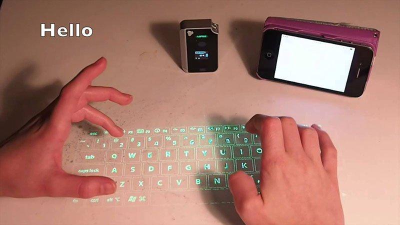 Los mejores regalos para marketeros: teclado virtual laser para móvil