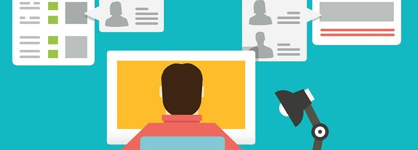 Dibujo vector de un chico delante de un ordenador trabajando como community manager