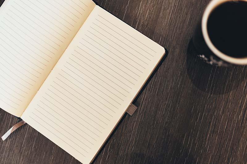 Libreta en blanco para apuntar ideas para escribir en tu blog